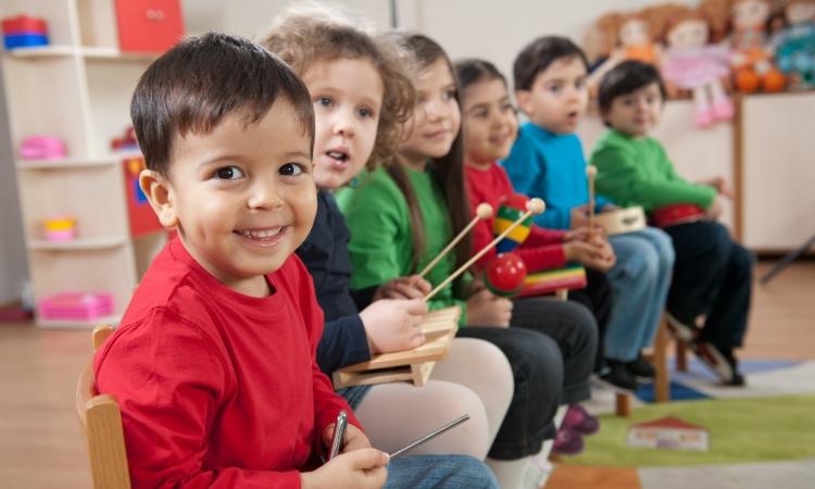 La formación preescolar impulsa la igualdad social de los estudiantes
